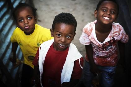 Kinder spielen in der Stadt Harar im Osten des Landes