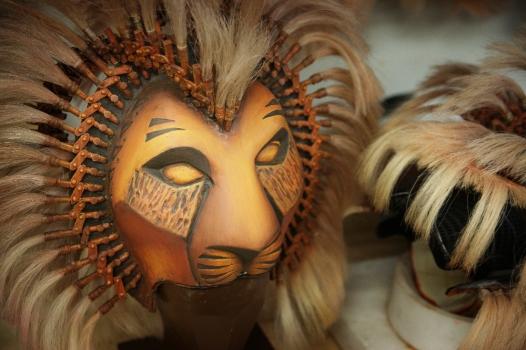 Löwenmaske in der Puppen-Werkstatt