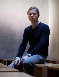 Denis Grünemeier kuratiert die erste Fritta-Ausstellung in Deutschland (Foto: Markus Huth)